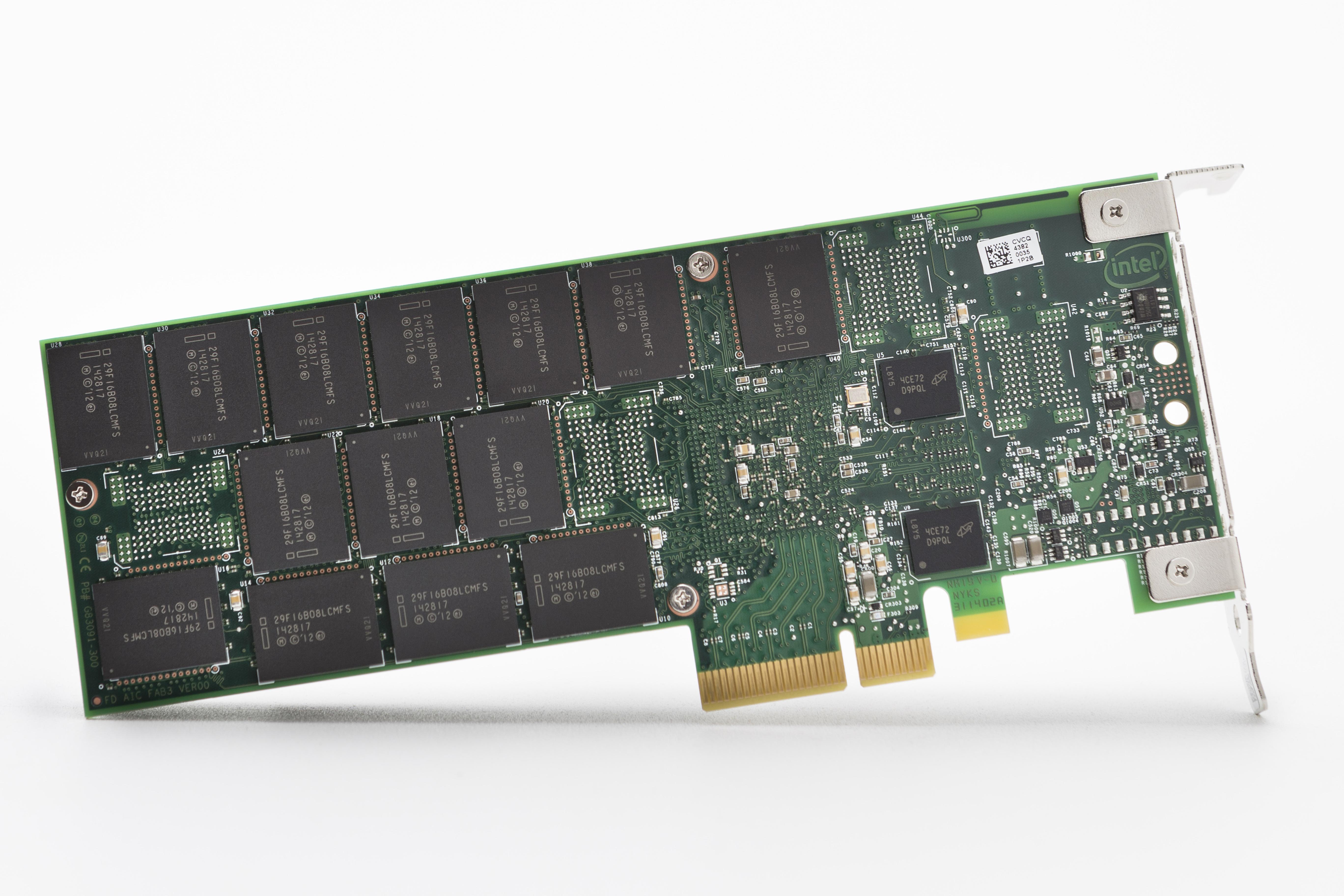 Intel NVMe SSD 750 01